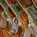 Rubano fucili in una casa di Cervere, poi li abbandonano durante la fuga