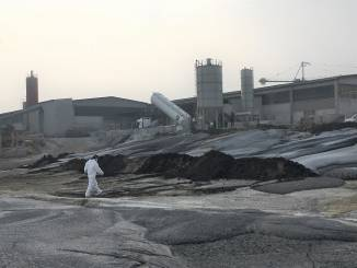 I Carabinieri scoprono un sito contaminato da ceneri industriale, concreto rischio di inquinamento
