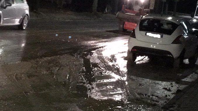 Acqua e fango in corso Cortemilia e strada Sottoripa, strade e