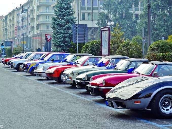 Ruote nella storia. Le auto d'epoca si radunano a Monforte d'Alba
