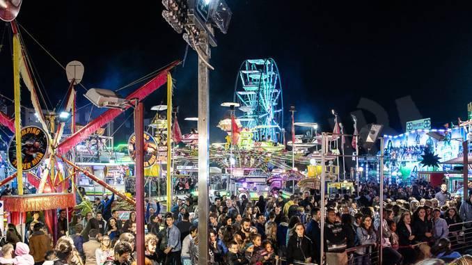 Ruota panoramica alta 25 metri al Luna Park dell'Oktoberfest di Cuneo