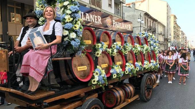 Tutto pronto per la grande parata che apre l'Oktoberfest