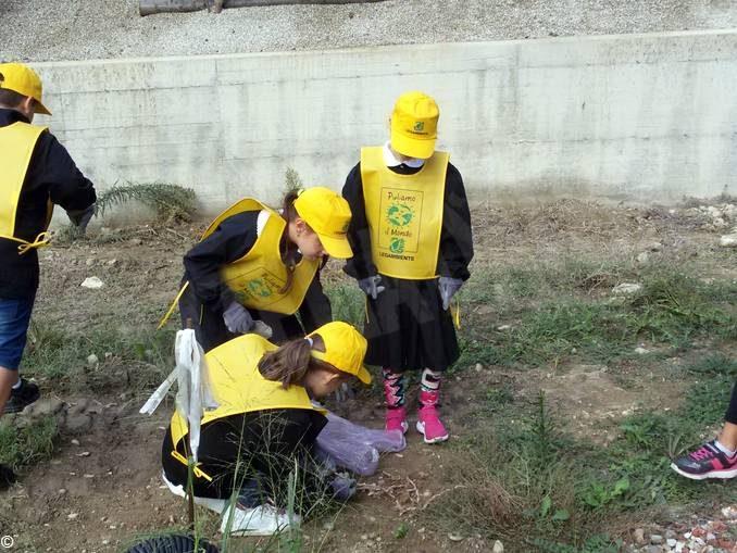 A Piobesi gli alunni di quarta e quinta hanno partecipato a Puliamo il mondo 3