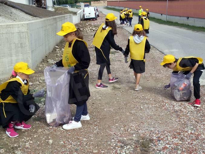 A Piobesi gli alunni di quarta e quinta hanno partecipato a Puliamo il mondo 1