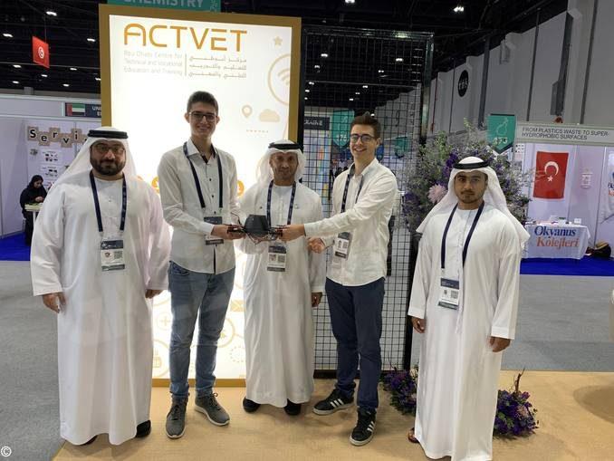 Ex studenti del liceo Cocito volano ad Abu Dhabi per la fiera dei giovani scienziati