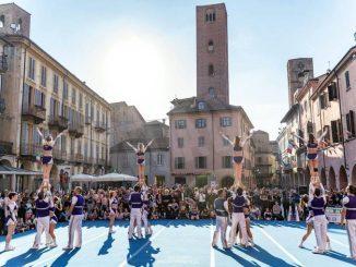 Domani ad Alba si corre sotto le torri L'arrivo in piazza del Duomo