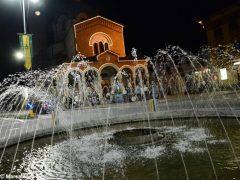 La statua della Madonna in processione nelle vie della Moretta