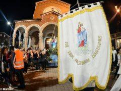 La statua della Madonna in processione nelle vie della Moretta 2