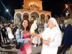 La statua della Madonna in processione nelle vie della Moretta 3