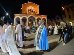 La statua della Madonna in processione nelle vie della Moretta 4