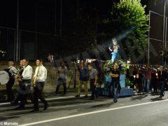 La statua della Madonna in processione nelle vie della Moretta 7