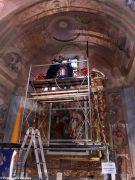 Volontari e restauratori al lavoro nella chiesa di San Giuseppe ad Alba