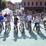 Amici in bici: la pedalata apre la festa alla Moretta