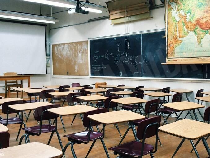 scuola classe aula vuota
