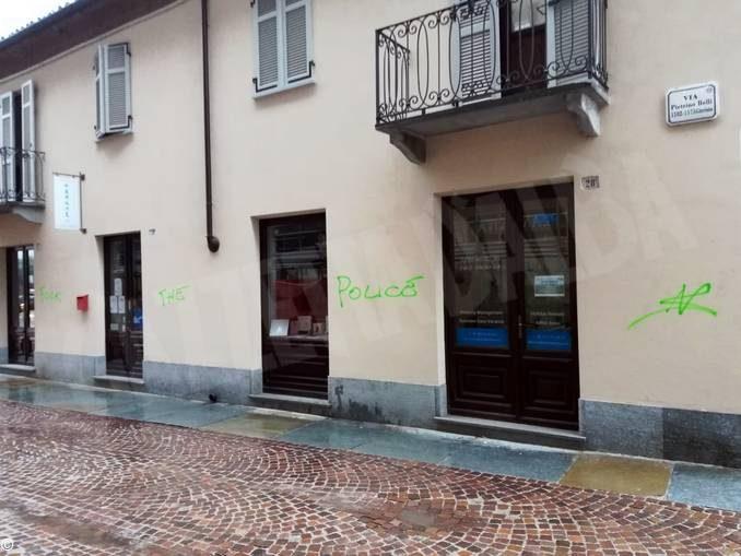 Atti vandalici contro alcune auto in via Pietrino Belli ad Alba 2