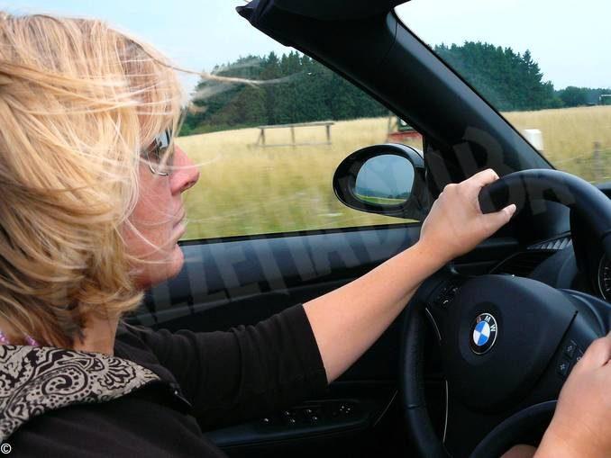 Donne al volante meno pericolose degli uomini