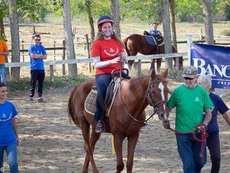 Sportabili: festa di fine stagione per il gruppo di equitazione con un bel dono da parte degli alpini