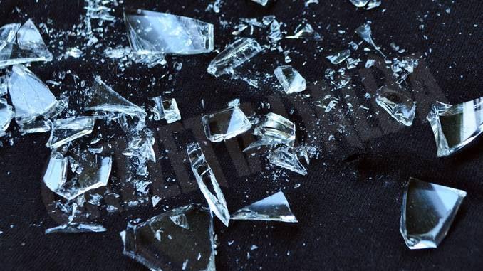 Asti: sfondano la vetrina del concessionario e svuotano il registratore di cassa