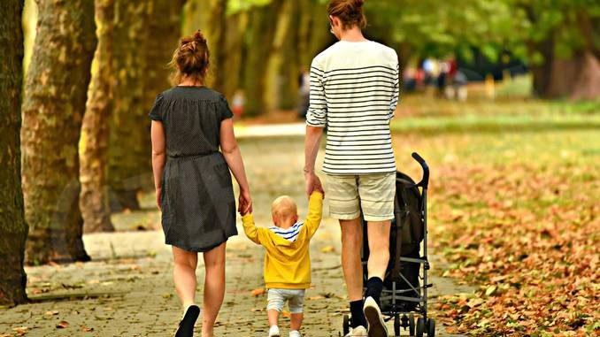 Quattro bambini su mille devono lasciare i genitori