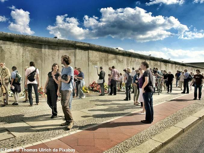 Domani Alba ricorda la caduta del muro di Berlilno