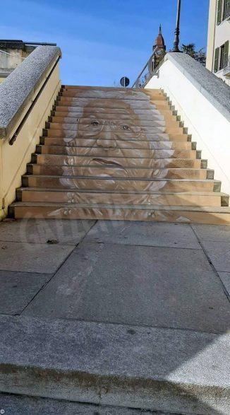 Una scalinata a Bra per Liliana Segre. Sarà esposta domani, venerdì 15 novembre