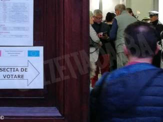 I romeni eleggono il Presidente della Repubblica. I seggi