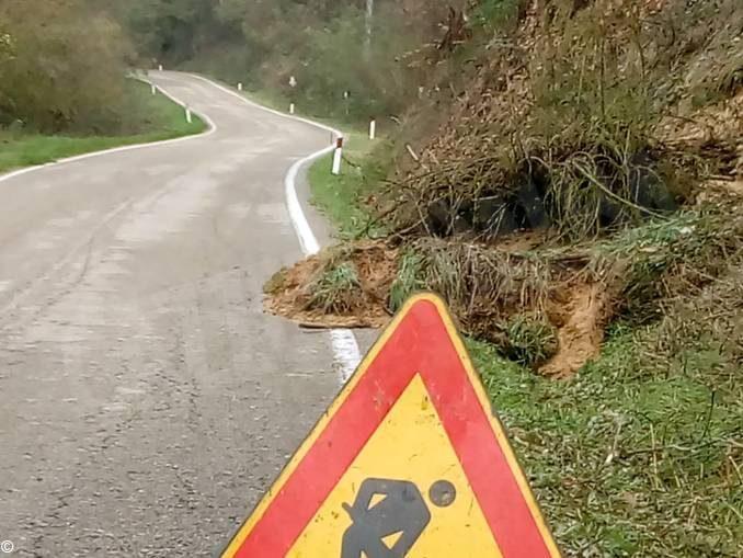 Smottamento sulla strada tra Baldissero e Montaldo Roero.