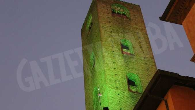 """Alba:le torri si colorano di verde """"speranza"""" per ricordare le persone scomparse"""
