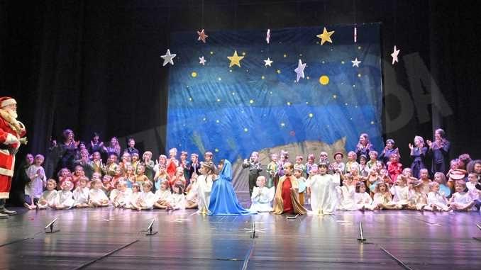 Piccolo principe scelto per la recita natalizia dei bambini dell'asilo Miroglio 30