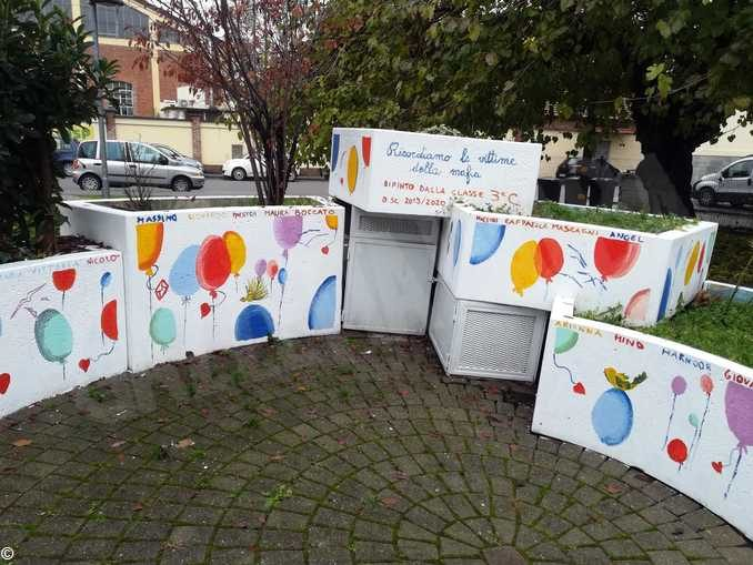Inaugurata l'aiuola dei giardini Falcone e Borsellino in Bra decorata dai bambini 2