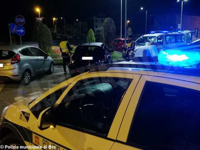 controllo notturno polizia municipale Bra