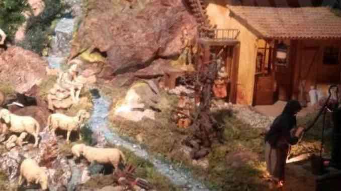 A Diano, in località Lopiano, la Natività è meccanica
