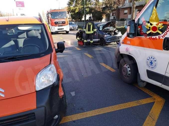 Alba, incidente tra un'auto e una minicar