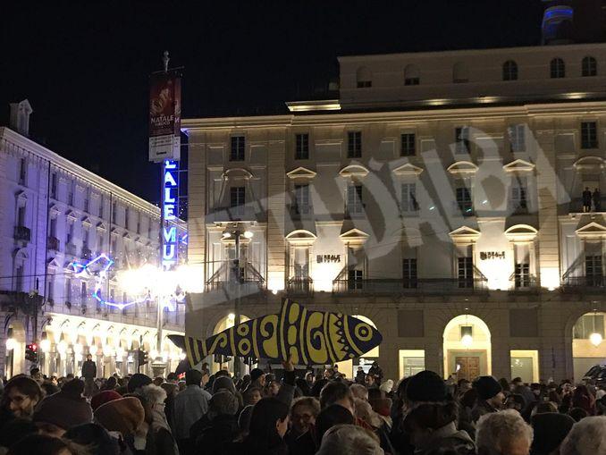 40 mila sardine a Torino: il racconto di una di loro 1