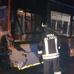 Frontale fra un'utilitaria e un bus di linea: morta una donna di 49 anni