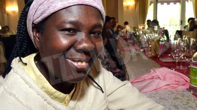 Prisca Ojok Auma incontra gli amici albesi per costruire due casette in Uganda