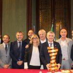 """Giro d'Italia ad Alba, il trofeo """"Senza fine"""" verrà esposto in Municipio"""