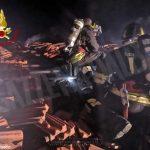 Incendio in una casa dei luoghi fenogliani: Vigili del fuoco al lavoro per tre ore