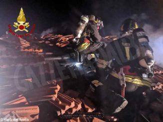 Nella notte incendio in una casa dei luoghi fenogliani: Vigili del fuoco al lavoro per tre ore