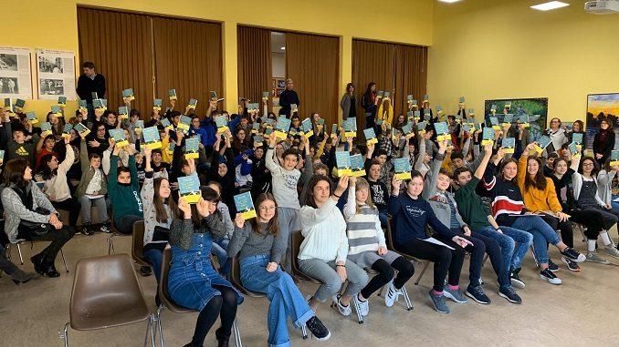 Neive: un genitore dona 153 copie del libro di Liliana Segre per i ragazzi della scuola secondaria