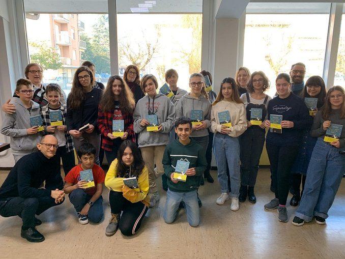 Neive: un genitore dona 153 copie del libro di Liliana Segre per i ragazzi della scuola secondaria 1