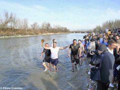 Per l'epifania della comunità ortodossa si ripete il rito della benedizione dell'acqua 9