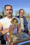 Per l'epifania della comunità ortodossa si ripete il rito della benedizione dell'acqua 11