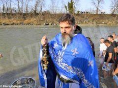 Per l'epifania della comunità ortodossa si ripete il rito della benedizione dell'acqua 2