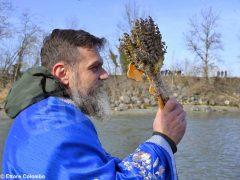 Per l'epifania della comunità ortodossa si ripete il rito della benedizione dell'acqua 3