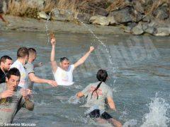 Per l'epifania della comunità ortodossa si ripete il rito della benedizione dell'acqua 5