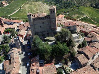 I futuri geometri hanno adottato il borgo antico di Serralunga