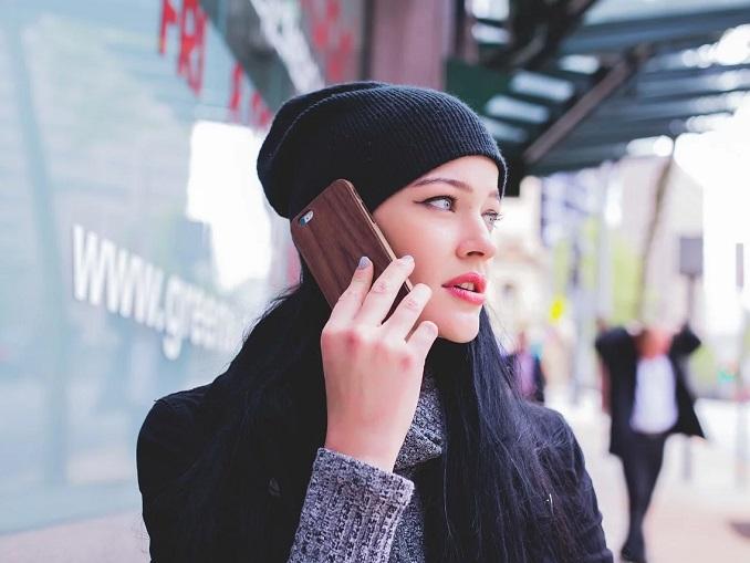 telefono orecchia