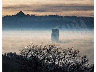 Il Monviso circondato dallo smog: la denuncia dell'attore Alessandro Gassmann