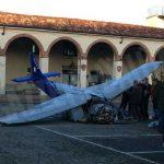 Ultraleggero precipita nel centro di Moncalvo: morto il pilota